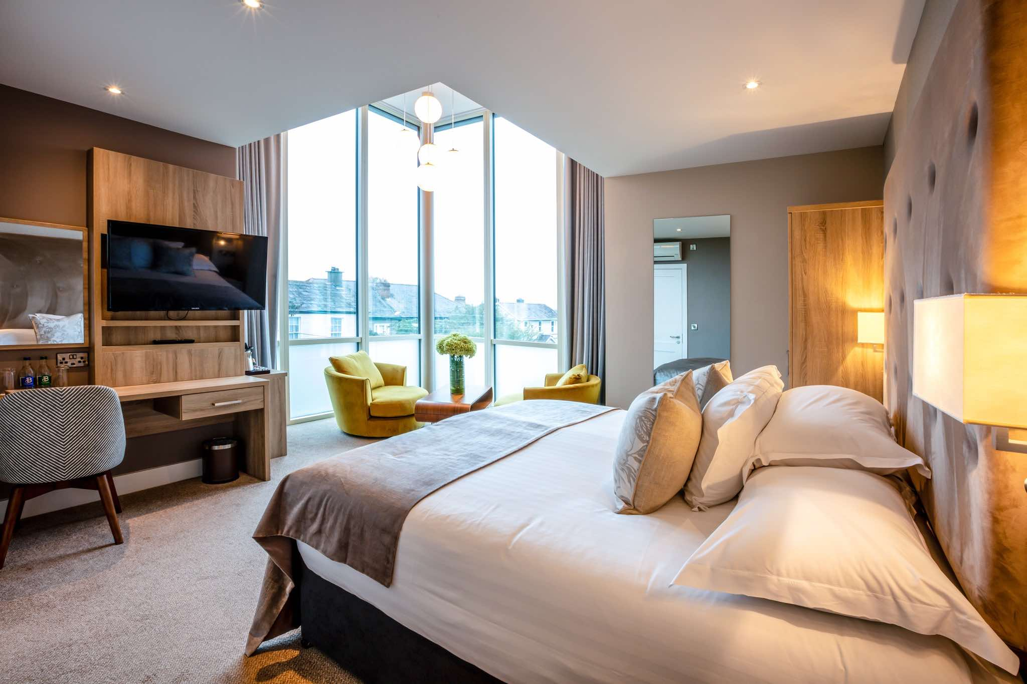 Gleesons Hotel room with view over the harbour